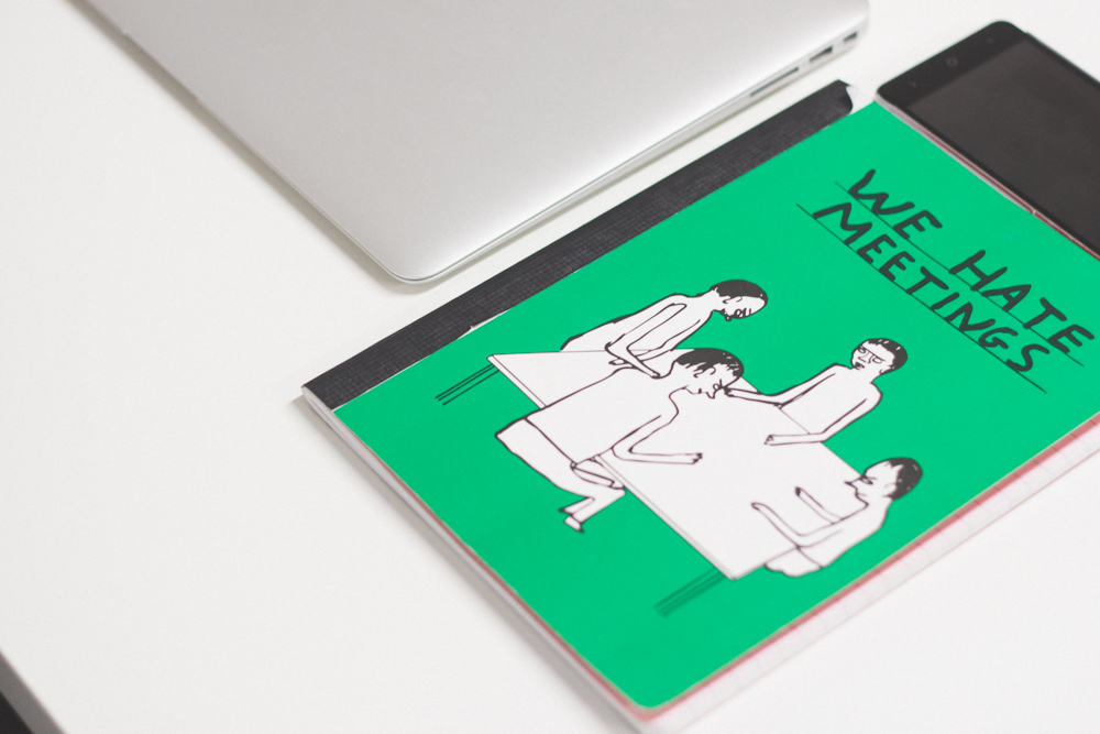 libreta verde we hate meetings en nuestro estudio Albacete