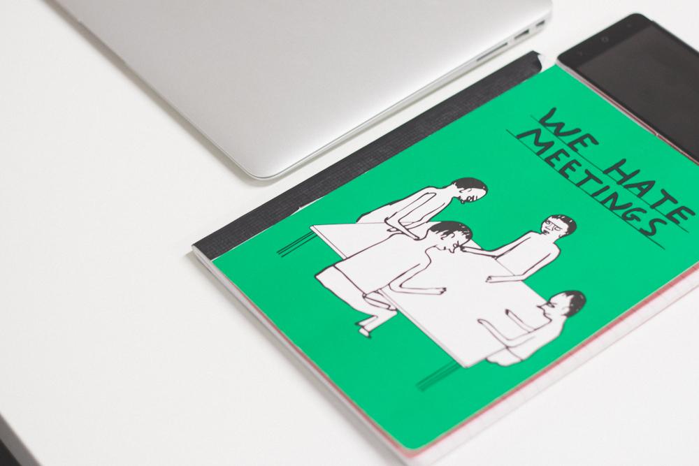 libreta verde we hate meetings en nuestro estudio Albacete