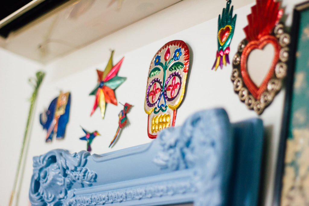Detalles calavera mexicana en la pared de Solano Atelier